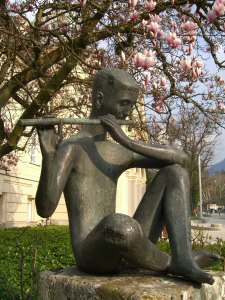 Der Flötenspieler vor dem Alten Königlichen Kurhaus Bad Reichenhall